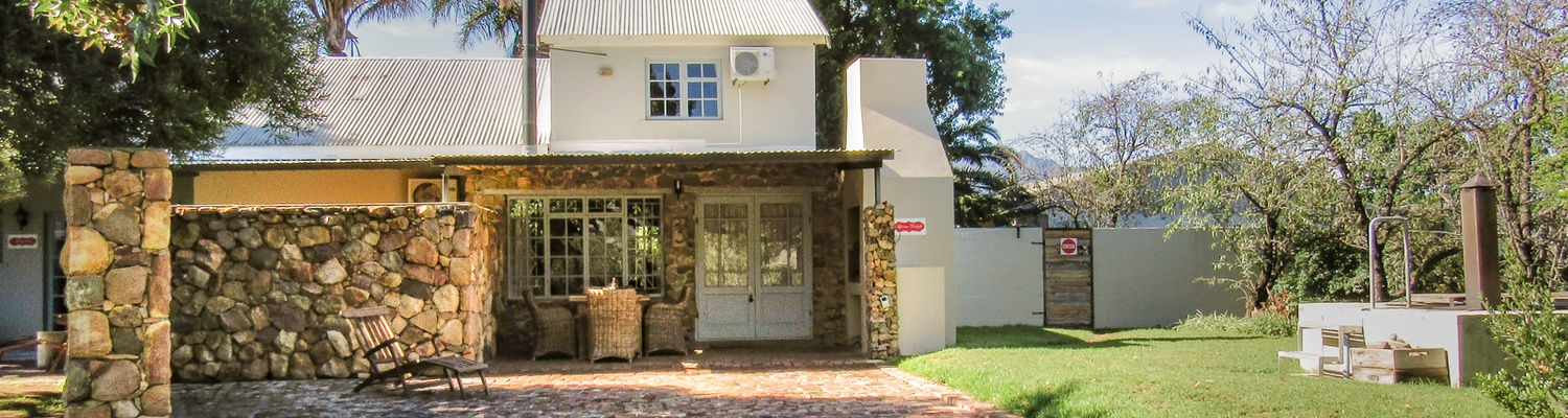 Bergsicht Cottages, African Delight, sleeps 3 persons, with fireplace, braai and wood fire heated hot tub