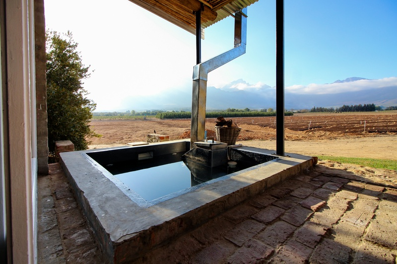 Cottage Accommodation with Wood Fire Hot Tubs and Jacuzzis